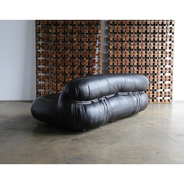 Soriana settee sofa by Afra & Tobia Scarpa for Cassina, circa 1975. Nice patina to the original black leather.