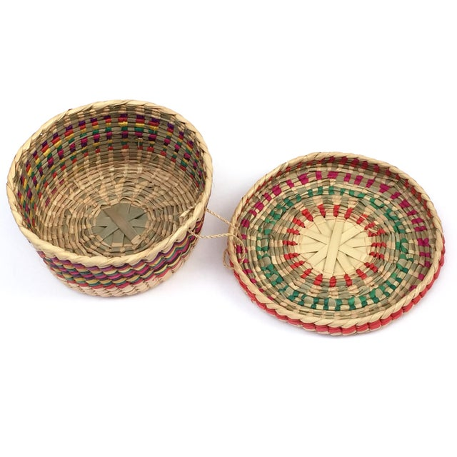 Natural Fiber Multicolored Woven Baskets - Set of 3 For Sale - Image 7 of 8