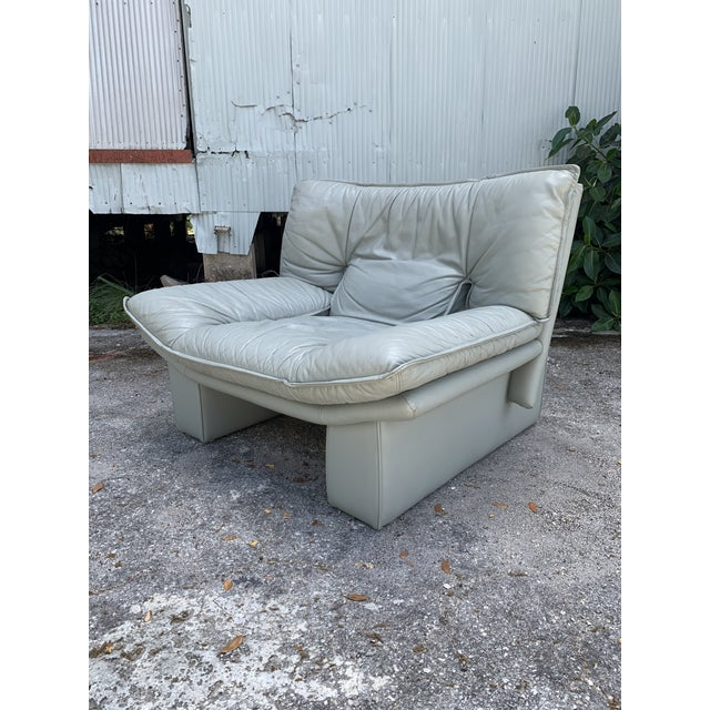 Postmodern Vintage Grey Italian Leather Chair by Nicoletti Salotti For Sale - Image 3 of 7