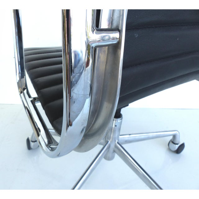 Mid-century Eames Herman Miller Aluminum Group Chair - Image 8 of 11