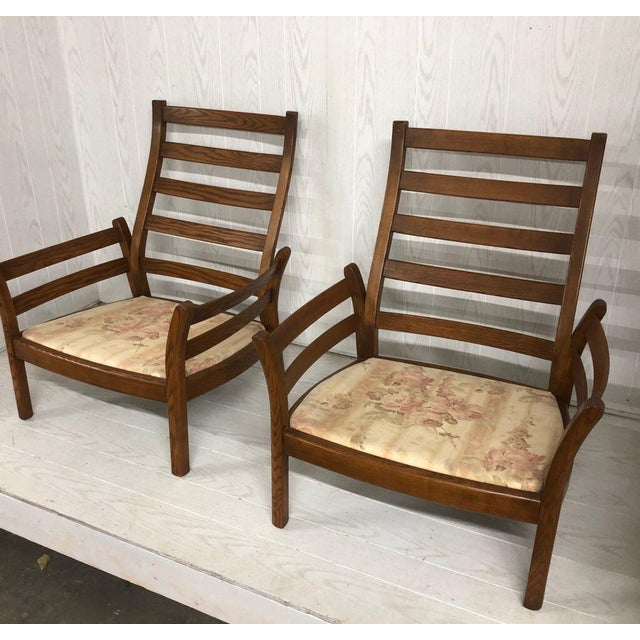 Beautul sturdy pair of Ercol Saville collection retro arm chairs. The chars are in excellent shape but do not contain the...