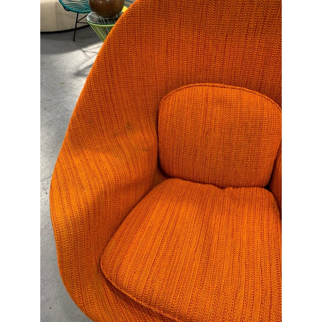 Mid-Century Modern Eero Saarinen Womb Chair With Original Upholstery and Steel Frame For Sale - Image 3 of 12