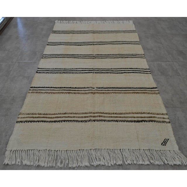 Vintage Natural Stripe Turkish Sisal Kilim Rug - 4′5″ × 7′11″ - Image 5 of 9