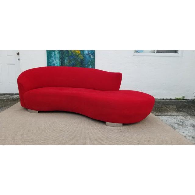 1980s Vladimir Kagan Red Velvet Serpentine Sofa . For Sale - Image 5 of 13