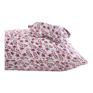 Sara Gilbane Pillowcase & Eyemask Set in Pink - 2 Pieces For Sale