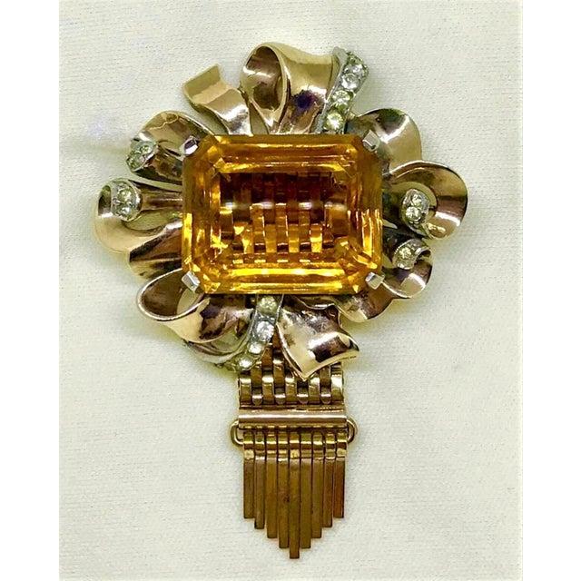 Traditional Kreisler Gold Plated Sterling & Topaz Glass Tassel Brooch, 1940s For Sale - Image 3 of 7