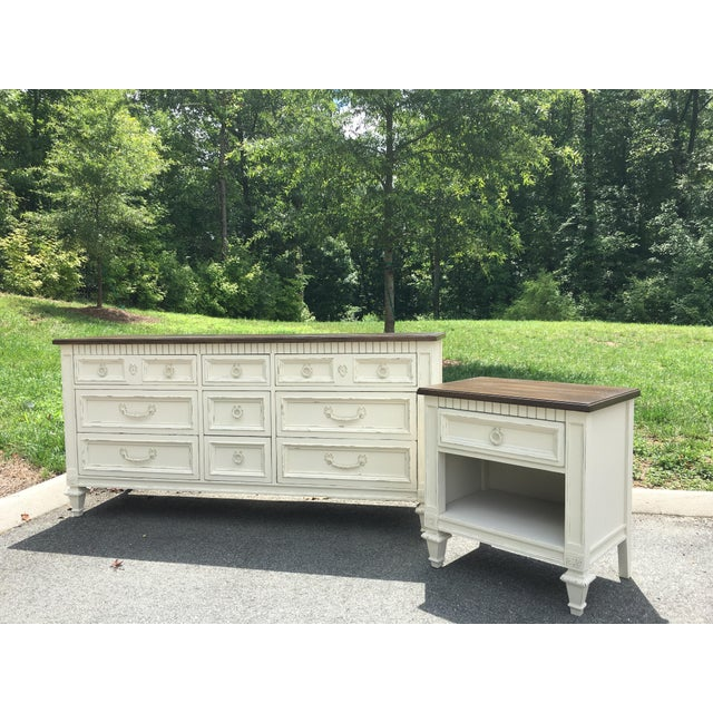 Cottage Thomasville Walnut 9-Drawer Triple Dresser and Nightstand - Set of 2 For Sale - Image 3 of 13