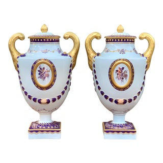 Mottahedeh for Lowestoft Lily Leaf Urns - a Pair For Sale