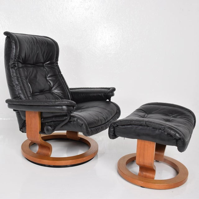 Contemporary Vintage Scandinavian Modern Ekornes Stressless Recliner Chair & Ottoman For Sale - Image 3 of 11