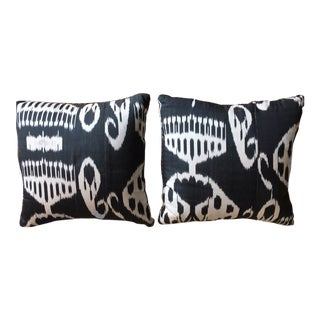 Contemporary Madeline Weinrib Remy Silk Ikat Pillows - a Pair For Sale