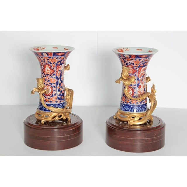 Louis XVI Pair of 19th Century Ormolu Mounted Imari Vases With Mahogany and Marble Stands For Sale - Image 3 of 12