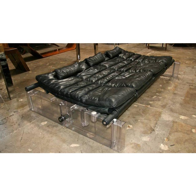 "Vittorio Mazzucconi ""Positiv"" Plexi and Leather Sofa For Sale - Image 9 of 11"
