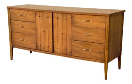 Image of Broyhill Dressers and Chests of Drawers