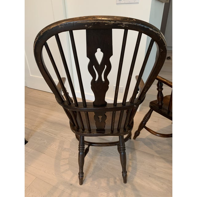 Pair of beautiful 19th Century Antique English Windsor Chairs. Perfect for a traditional style home.