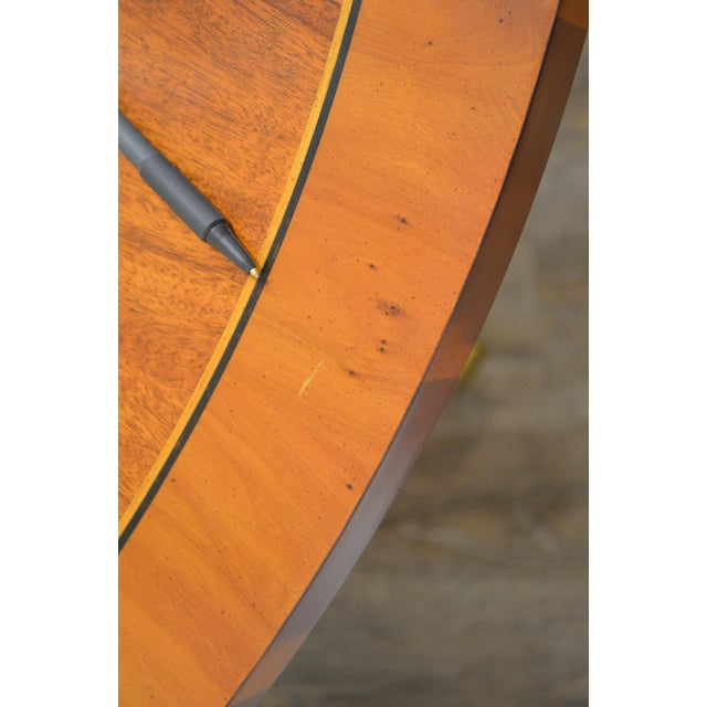 Brass Hekman Flame Mahogany Yew Wood Banded Single Pedestal Dining Table For Sale - Image 7 of 13
