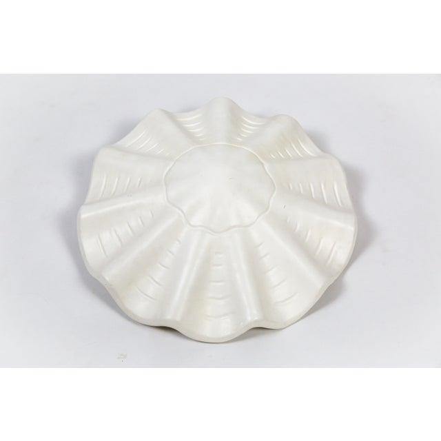 Mid-Century Modern White Vintage Casella Undulating Shell Pendant Light For Sale - Image 3 of 10