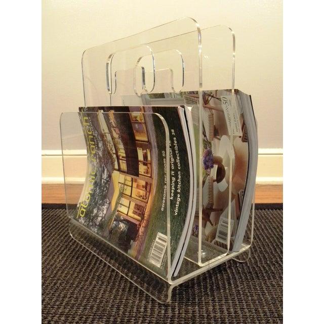 Mid-Century Modern Mid-Century Acrylic Magazine Rack with Handle For Sale - Image 3 of 5