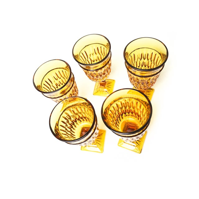 Vintage mid century set of 5 Indiana Glass Mt. Vernon water goblets. They feature a beautiful diamond / honeycomb pattern...