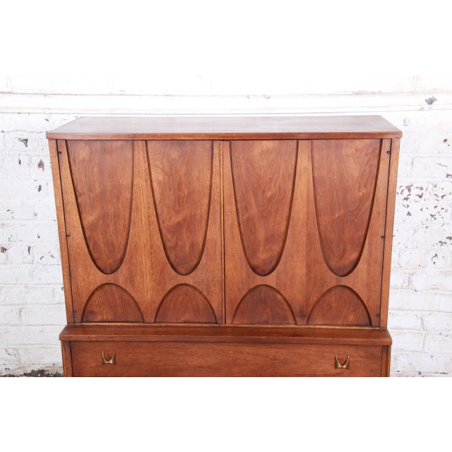 1960s Broyhill Brasilia Mid-Century Modern Sculpted Walnut Gentleman's Chest For Sale - Image 5 of 12