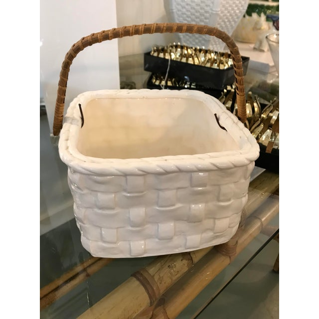 Woven Basket White Vintage Ceramic With Handle f6bg7y