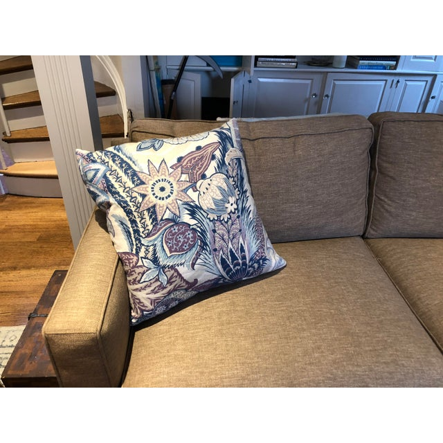 Brighten up any room quickly with these 22x22 thrown pillows in linen. Blue and purples are the prominent colors.