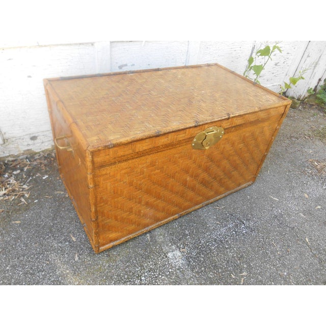 X-Large Vintage Bamboo & Herringbone Woven Wicker Chest Trunk / Coffee Table in natural color. It is in very good vintage...