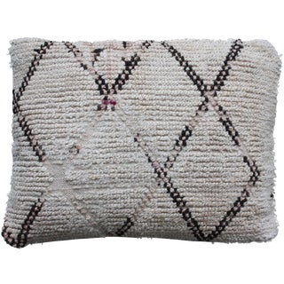 Moroccan Beni Ourain Pillow With Diamonds For Sale