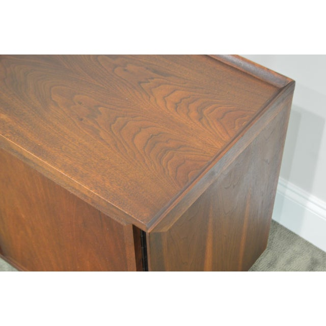 Milo Baughman for Dillingham Mid Century Modern Walnut Nightstand For Sale - Image 11 of 13
