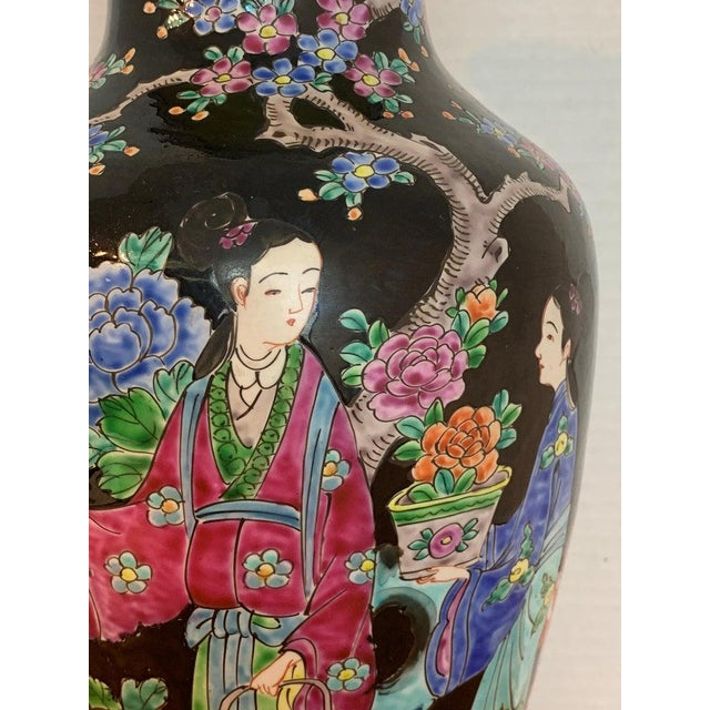 Black Japanese Vase With Black Background in the Style of Chinese Famille Verte For Sale - Image 8 of 11