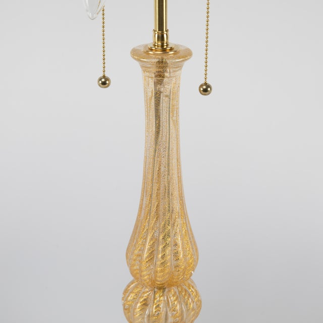 """Neoclassical Revival 1950's Vintage Barovier & Toso """"Cordonato D'Oro"""" Murano Table Lamps- A Pair For Sale - Image 3 of 13"""