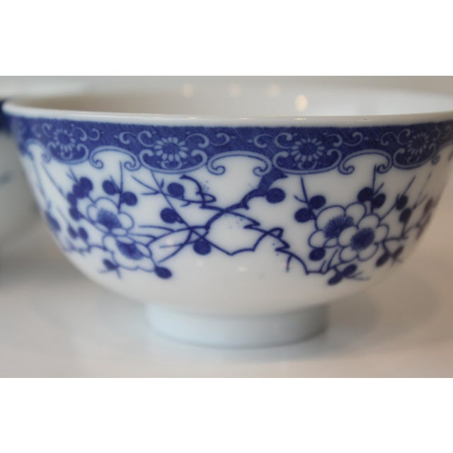 Vintage Blue and White Chinese Rice Bowls - a Pair For Sale In New York - Image 6 of 7