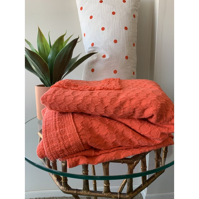 *Popping!* 1960s Twin/Full Cotton Chenille Coverlet in Persimmon - Excellent Condition For Sale - Image 4 of 5
