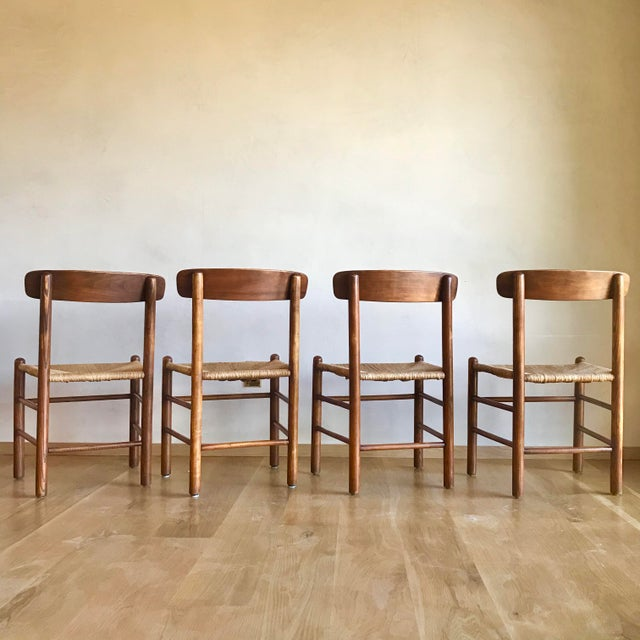Mid 19th Century Mid Century Modern Early Edition Danish Børge Mogensen for Fredericia J39 Rush Rattan Chairs - Set of 4 For Sale - Image 5 of 12