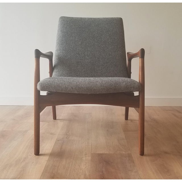 Beautiful sculpted 'Easy Chair' (Model 240) designed by Arne Hovmand-Olsen for Mogens Kold Møbelfabrik. This chair has...