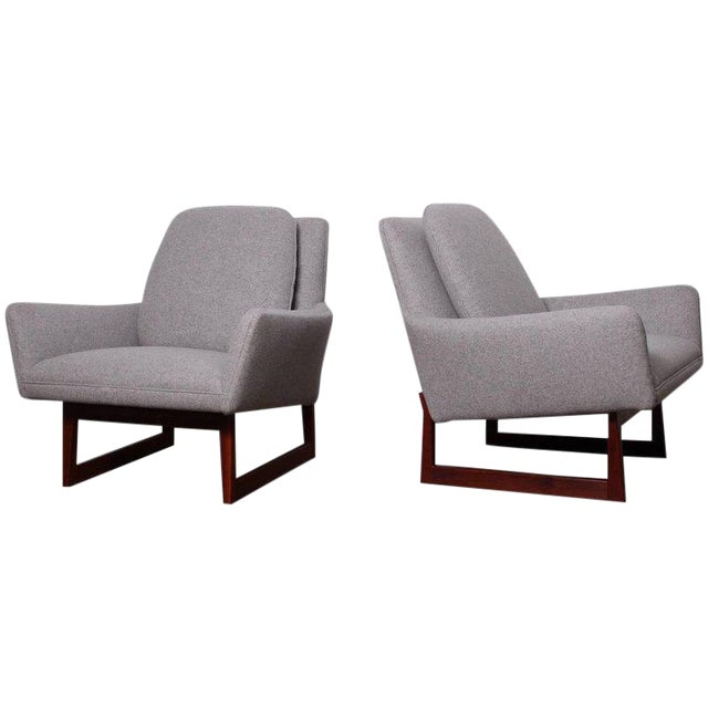 Pair of Lounge Chairs by Jens Risom For Sale