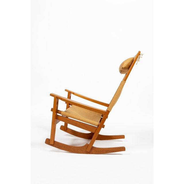 Rocking chair (model 673) is designed by Hans J. Wegner and manufactured by GETAMA A/S, Denmark. The chair has an unique...