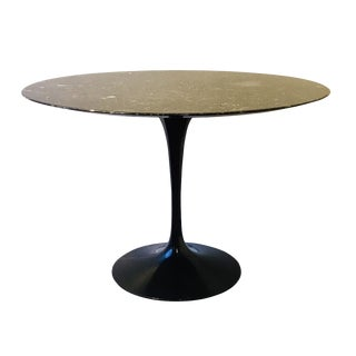 Mid-Century Modern Knoll Saarinen Tulip Dining Table For Sale
