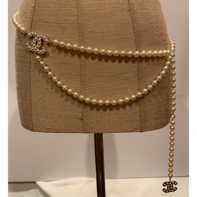 """White Chanel White Gold Tone """"Pearl"""" Belt, 2008 For Sale - Image 8 of 8"""