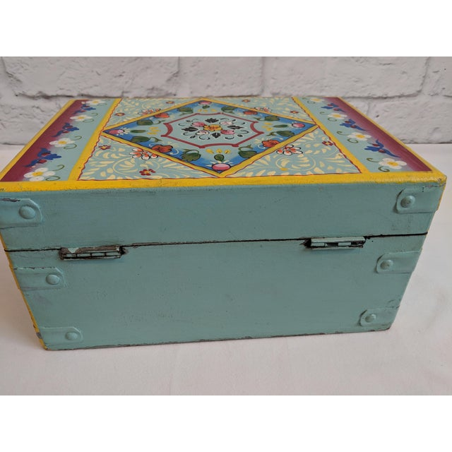 Vintage Mid-Century Folk Art Painted Wooden Box For Sale In New York - Image 6 of 11