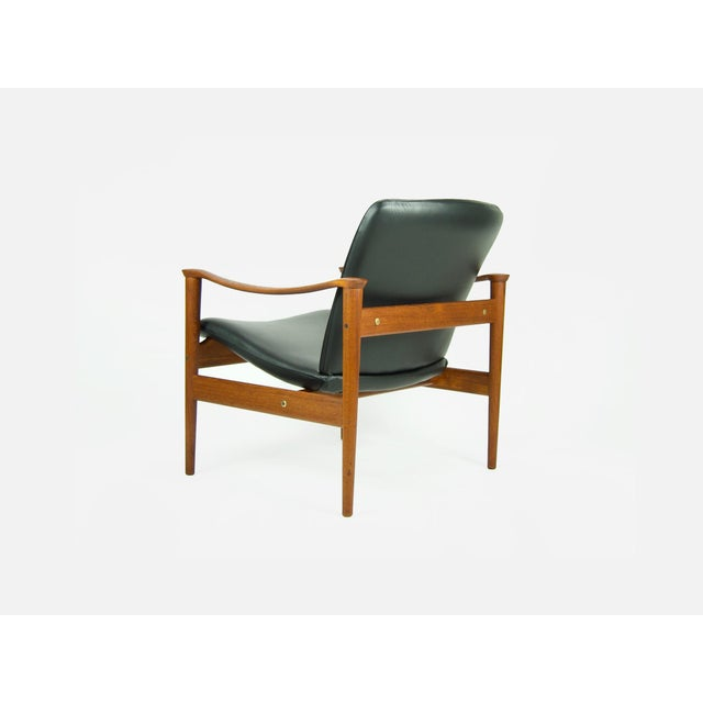 This is a Danish modern lounge chair: Model 711 designed by Fredrik Kayser for Vatne Lenestolfabrik in Norway. The chair...