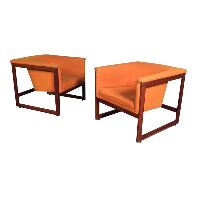 Milo Baughman Mid-Century Modern Floating Cube Chairs - A Pair For Sale