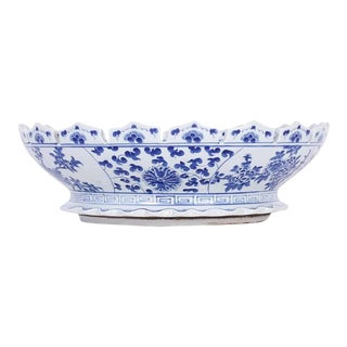 Scalloped Chinese Export Style Blue and White Bowl For Sale