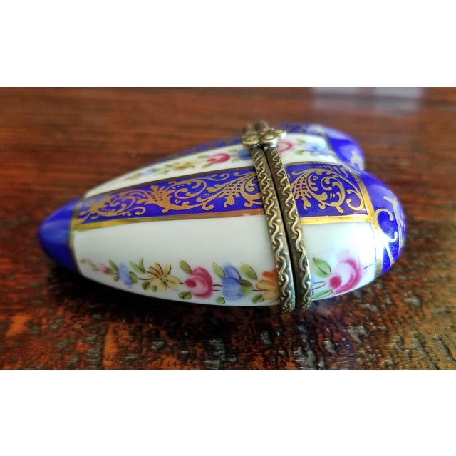 Late 19th Century 19th Century French Porcelain Limoges Heart Shaped Box For Sale - Image 5 of 12