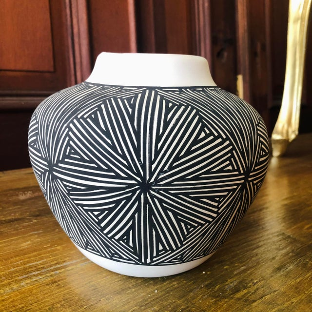 Late 20th Century Vintage Acoma Hare Native American Indian Pottery Pot Signed DWaconda For Sale - Image 5 of 9