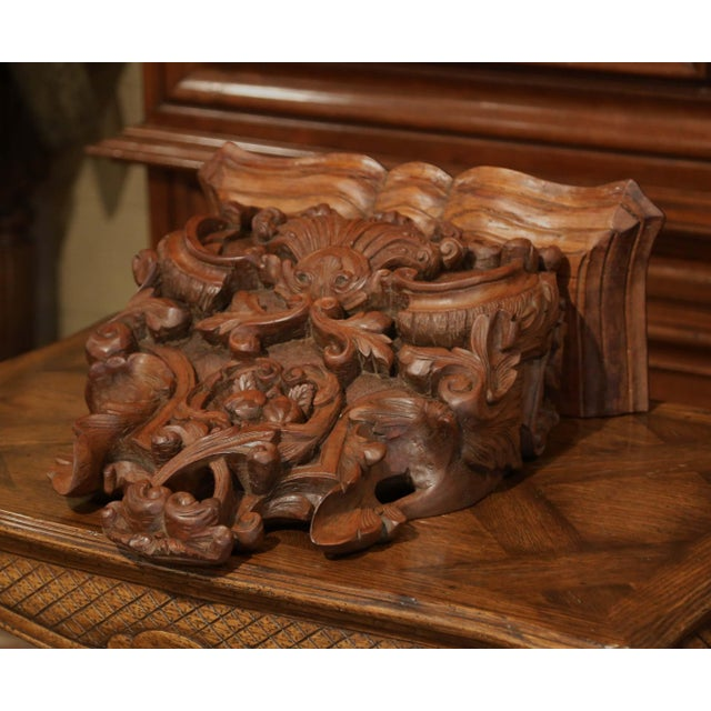 Mid-19th Century French Louis XIV Carved Walnut Wall Bracket With Shell Motif For Sale - Image 9 of 13