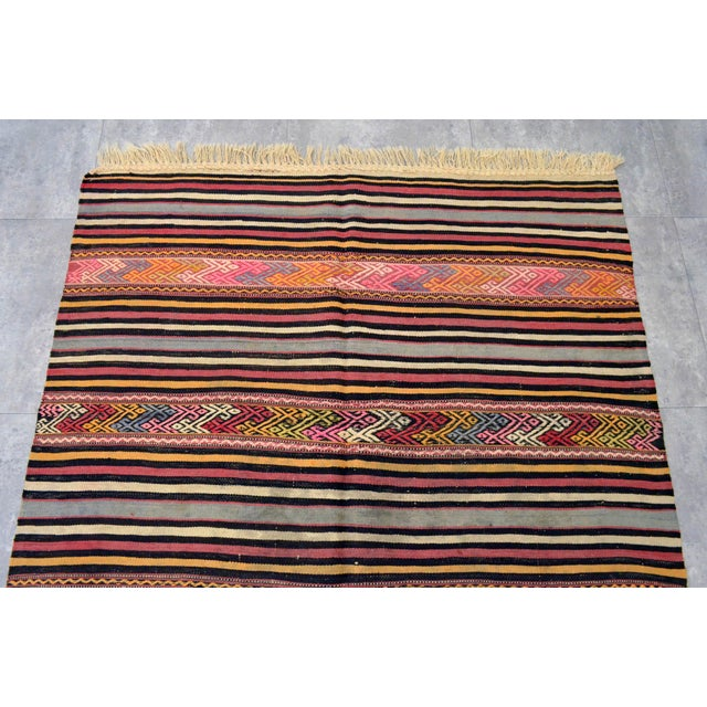 "1960s Vintage Braided Rug. Flat Weave Area Rug - 4' 6"" X 6' 11"" For Sale - Image 5 of 11"