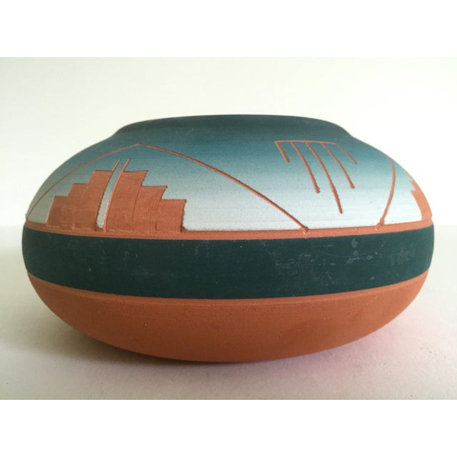Vintage Signed Native American Sioux Swallow Teal Ombre Terra Cotta Etched Vase For Sale - Image 5 of 11