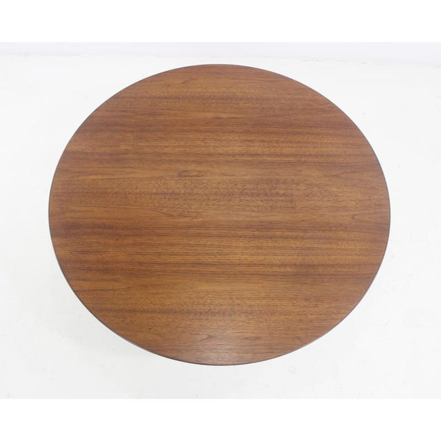 Mid-Century Modern Mid-Century Modern Oval Walnut Top Coffee Table by Eero Saarinen for Knoll For Sale - Image 3 of 5