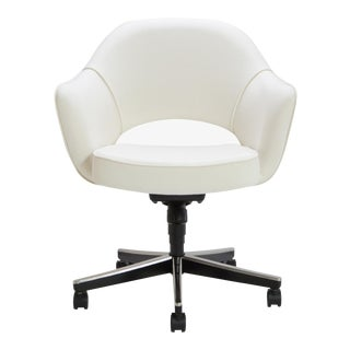 Saarinen Executive Arm Chair in Ivory Basket Weave, Swivel Base For Sale