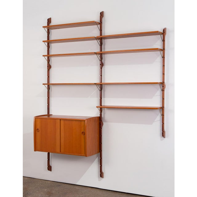 Beautiful 1960s Norwegian wall unit for Blindheim Møbelfabrik. This modular three-bay teak unit comes with eight shelves...